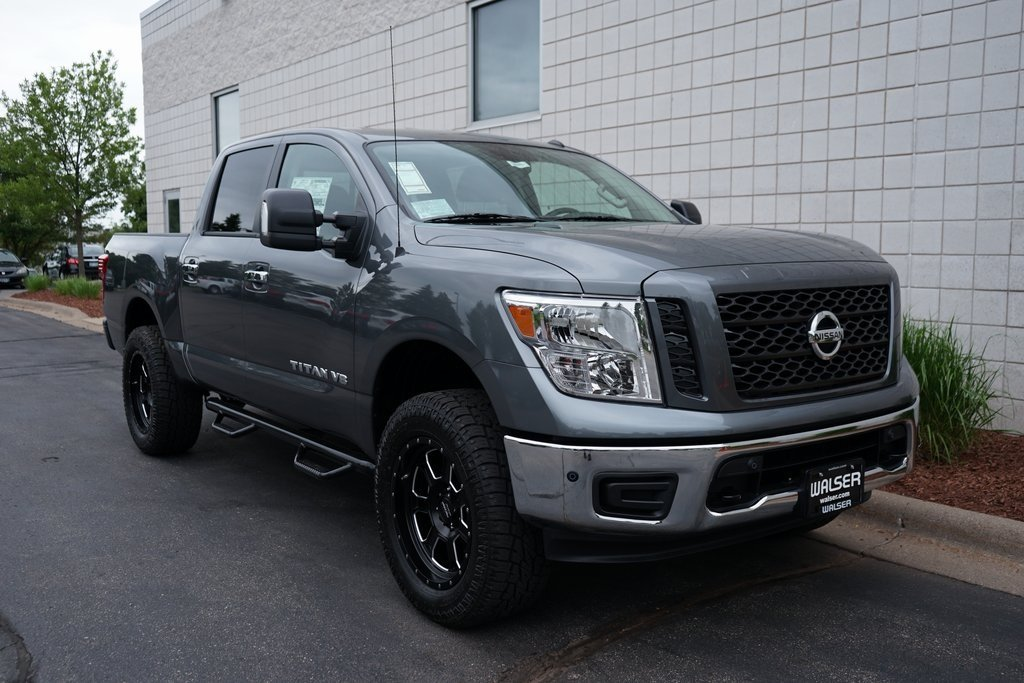 Lifted Nissan Titan >> New 2019 Nissan Titan Sv 4x4 W Lift Kit With Navigation 4wd